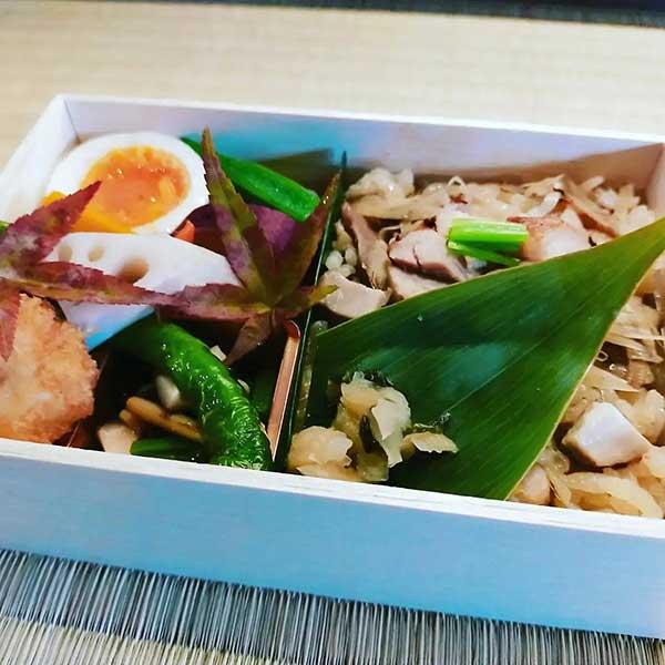 鶏と牛蒡の炊き込みご飯弁当